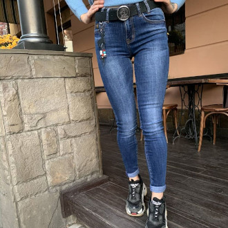 Стильные джинсы женские